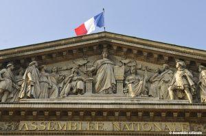 Le peristyle, la colonnade et le fronton du Palais Bourbon